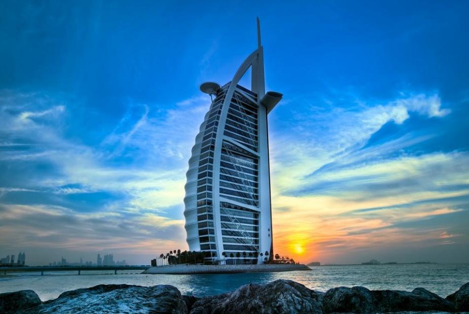迪拜土豪的生活是怎样?限量跑车烂大街,连黄金都有自动售卖机