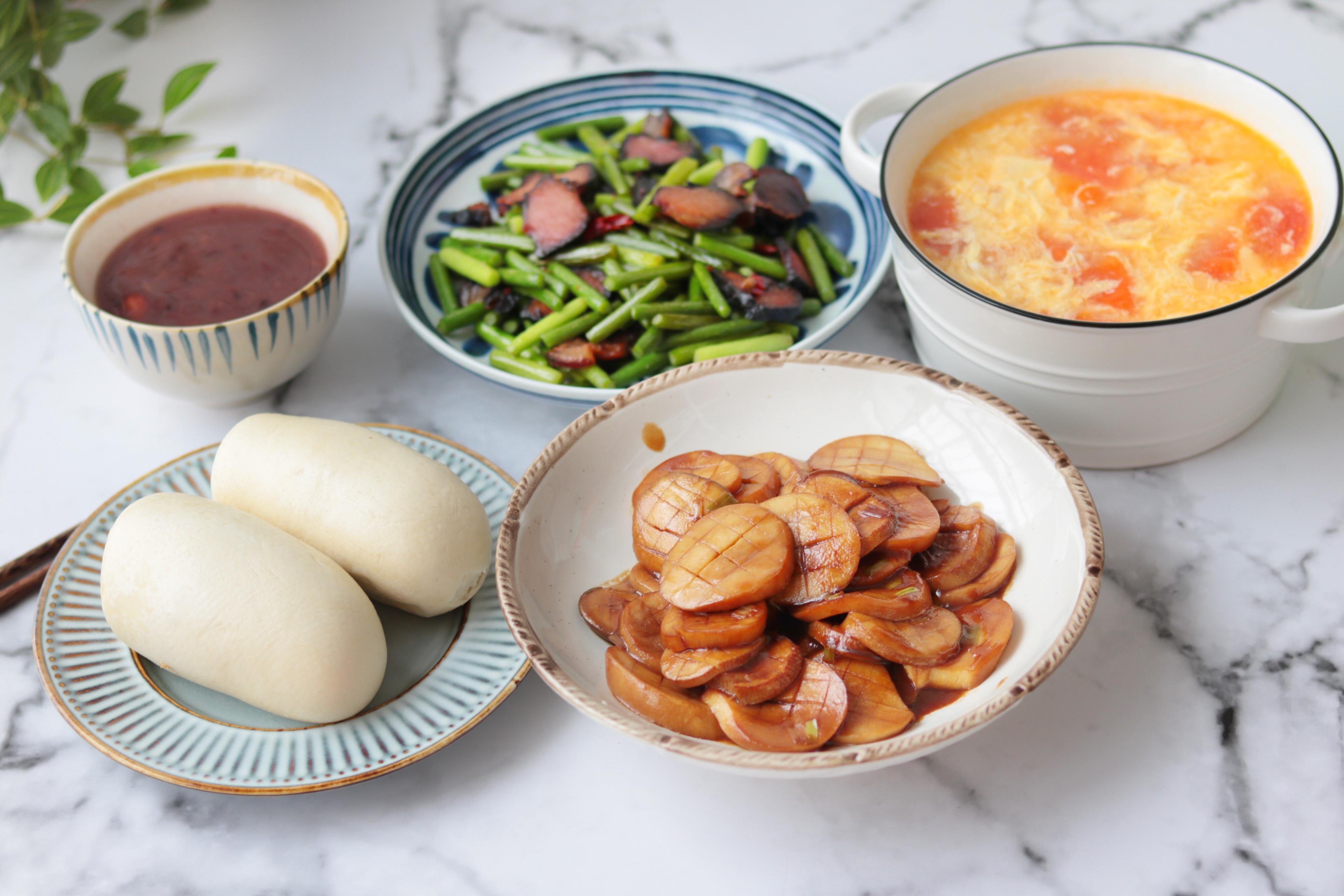 周末晚餐,虽然简单,两个人吃还是不错的,家常菜营养可口,很和家人口味