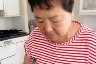 爆笑!澳洲华人丈母娘拿出这个中国美食,洋女婿却吃了狂吐!
