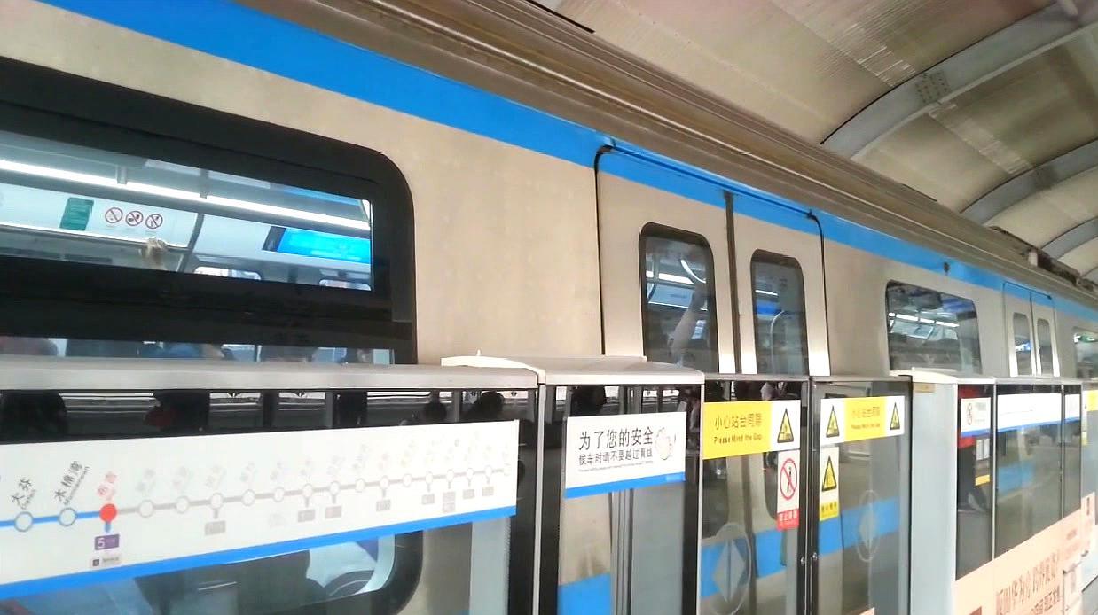 地铁随拍:深圳地铁龙岗线(3号线),布吉站发车开往双龙方向