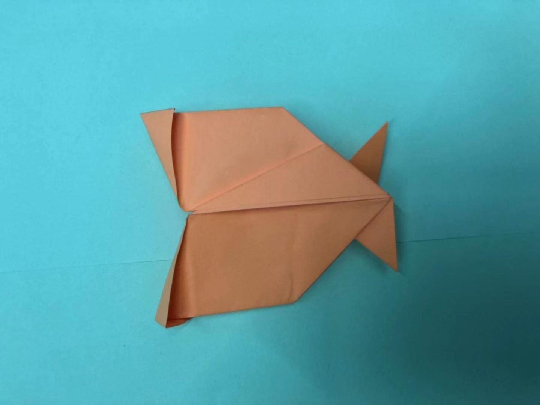 用彩纸折叠可爱的大嘴鱼,孩子们都喜欢!