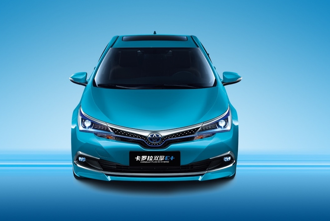 丰田首款插混轿车,续航1000km能挂绿牌,仅19万力压荣威比亚迪