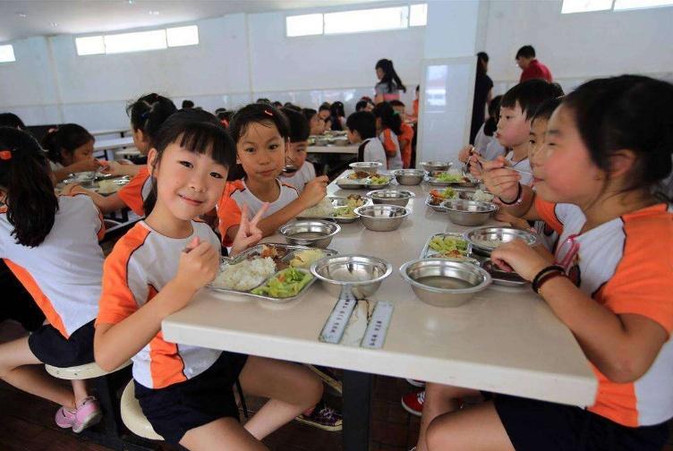 """幼儿园发现腐烂食材?回应:是""""给老师吃的""""!"""