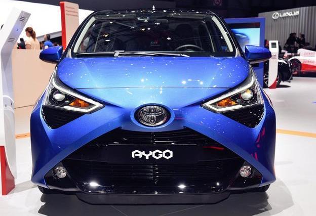 """丰田又一""""良心""""小车,油耗仅3.5L,车顶一键变敞篷,或6万起售"""