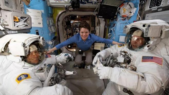 """""""全女性太空行走""""取消,世界上有多少东西都是为男性而设计?"""