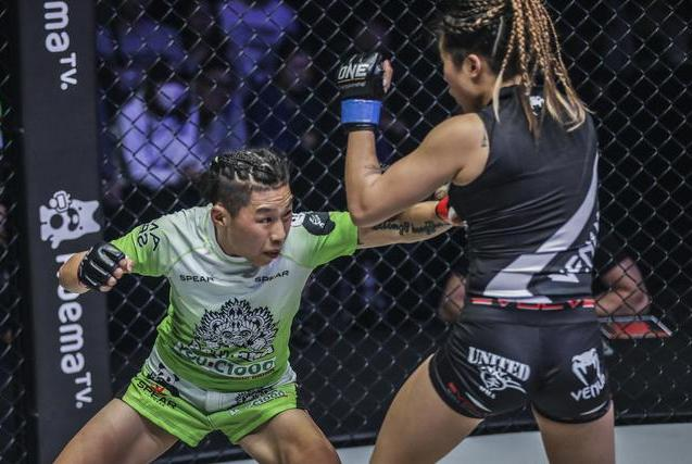 熊竞楠重拳砸毁了亚洲第一MMA女王,中国综合格斗还要靠巾帼英雄