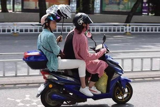 电动车新规即将实施,骑电车也需上牌照,交警:这些新指标需牢记