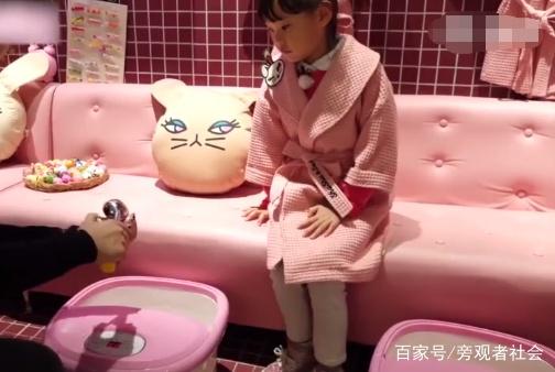 女孩不再喜欢玩具,而是爱上了做这种事?众多批评教育声随之涌现