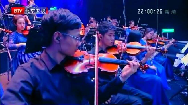 娄艺潇挑战自己演唱《在那东山顶上》,评委都说好