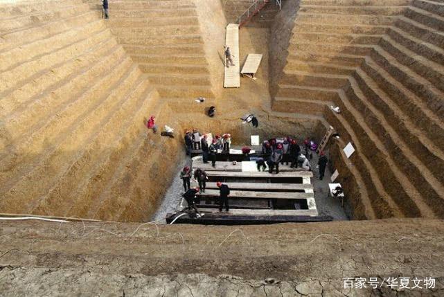 """盗墓发现战国大墓,8米盗洞的背后,暗藏""""滴血认主""""之神剑"""