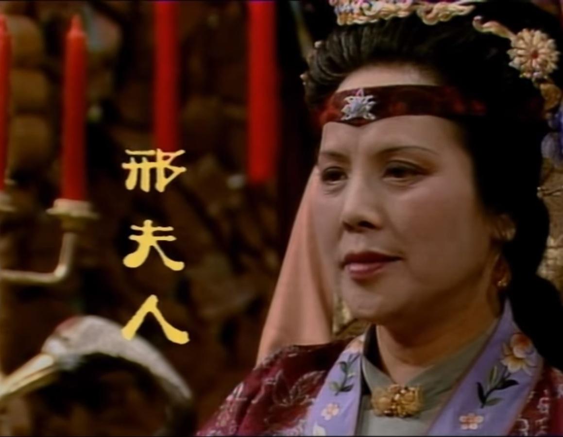 红楼梦中,赵姨娘为何整天惹是生非并无后怕,只因三人