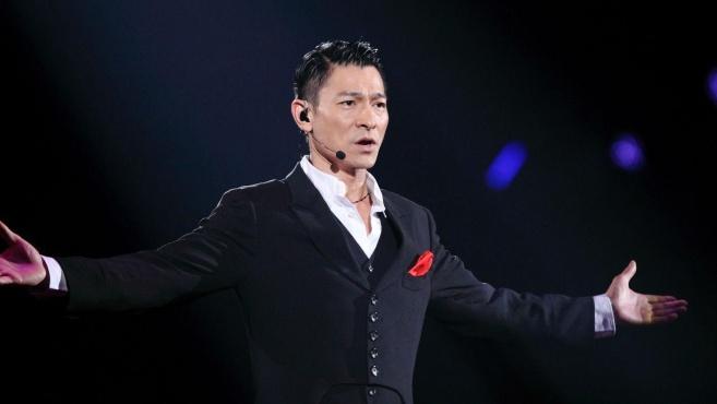 演唱会上曾失声6位歌手,刘德华让人心疼,他引来全场观众大合唱