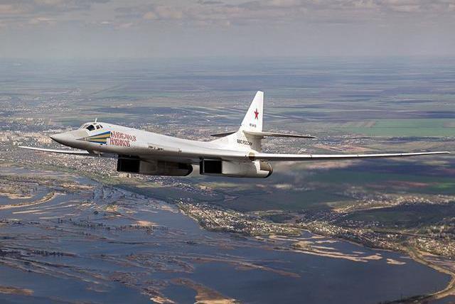 俄疑似演练突袭欧洲,动用多架超音速轰炸机,每架可带40吨炸弹