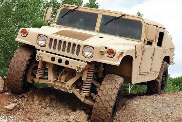 世界上最强悍的3款越野车,军用版悍马仅排第3,第1名长相奇葩
