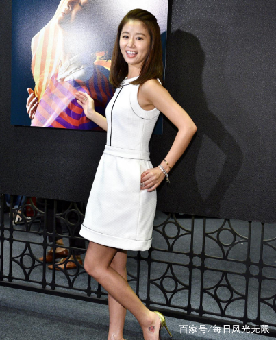 林心如:透视蕾丝长裙,高贵优雅动人,女性魅力十足!图片