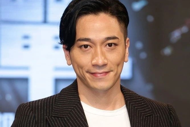 内地登台遇热情男粉丝牵手!40岁前TVB一线男神:我没得拒绝
