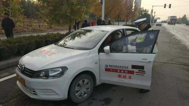 """在非规定路段""""任性""""进行路训,郑州两所驾校被交警曝光"""