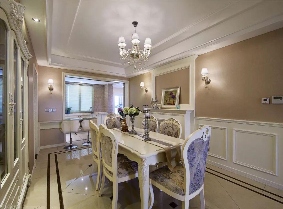 餐厅,半墙裙 装饰壁炉点缀古典的欧式风情,呼应温馨的用餐氛围.
