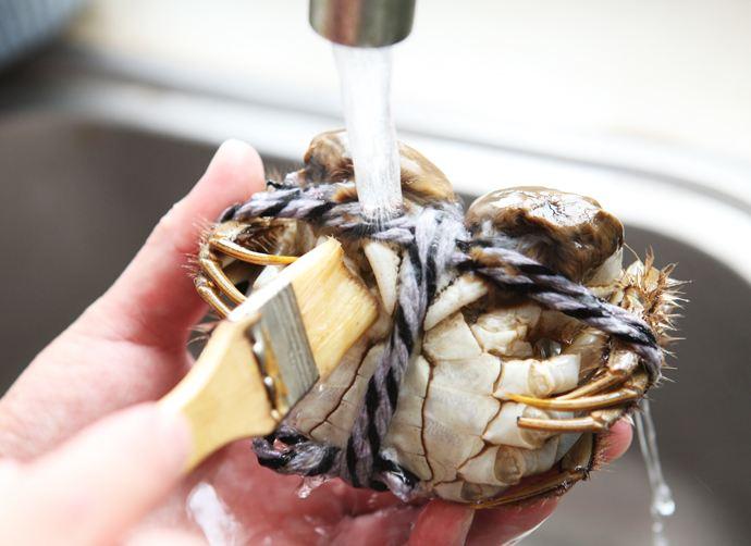 蒸螃蟹用凉水还是热水?蒸多长时间口感最佳?这些你都知道么?