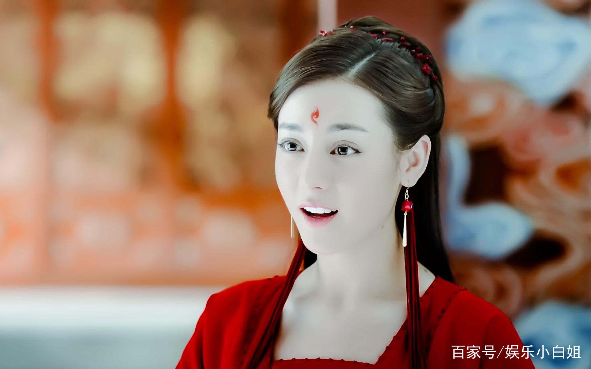 过年红色喜庆,迪丽热巴和鹿晗的古风情侣衣太唯美