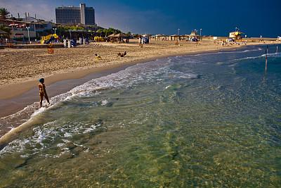 以色列特拉维夫海滩的服饰,美女真的太迷人了,有机景色吗风光图片