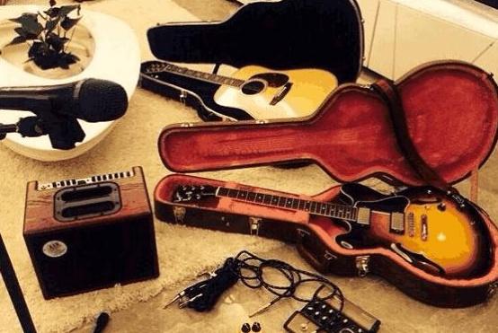 带你看李小萌住的豪宅,在家也喜欢创作音乐,生活中和老公很恩爱