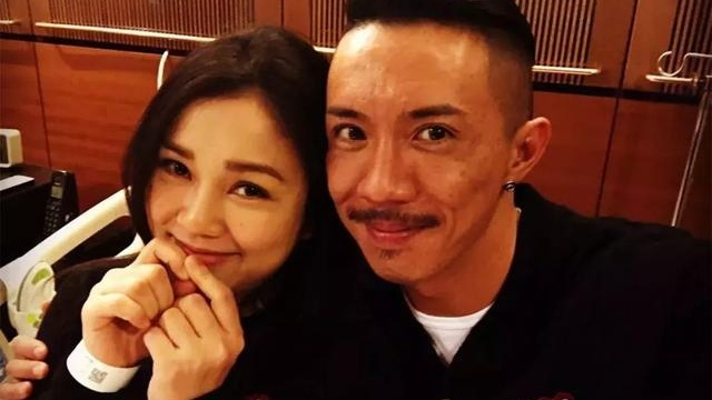 TVB金句王与太太谢安琪甜蜜晒恩爱 庆结婚12周年