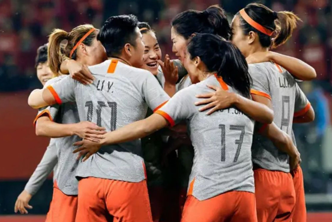 女足球衣不再使用红色,身穿灰球衣集体亮相,球衣颜色引网友热议