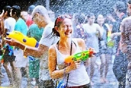 清迈大后天就开始举行泼水节系列活动,你去还是不去?
