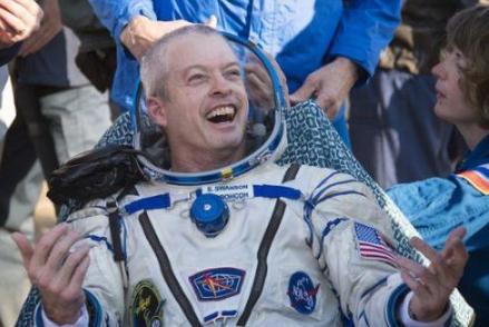 宇航员登月返回后,为什么要被隔离一段时间?科学家道出真相