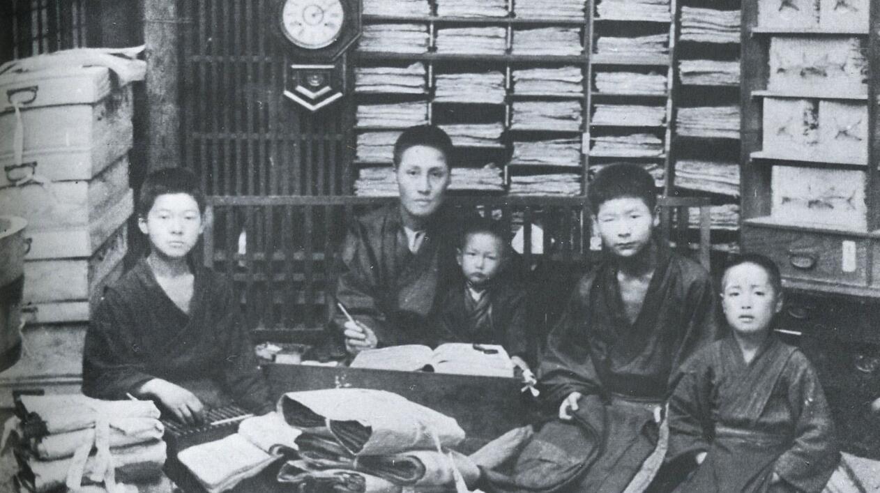 日本老照片:西洋舞引发桃色争议,深夜剧讲的是美国三K党的故事