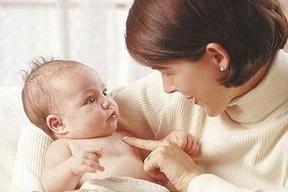 这个月龄新生儿吃母乳吃不饱,原因不是母乳不足,要注意喂养方式
