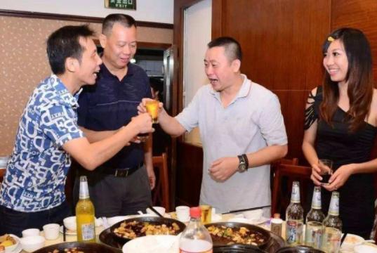 聪明的人和老板在一起吃饭,会严格注意这4点,不升职才怪!