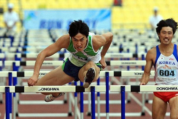 跨栏天才400米首秀44秒60破个人最好成绩,有1成就已超越刘翔