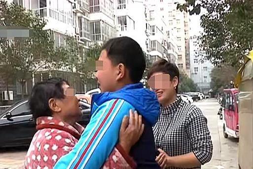 儿子病逝儿媳带孙子改嫁,婆婆藏孙子争抚养权,儿媳:她没能力