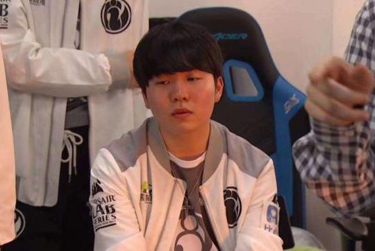 Rookie韩服八连败,网友得知原因后愤慨:路人都看不下去!