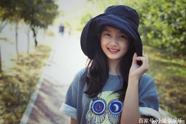 黄磊女儿13岁拥有超级大长腿,身高直逼170,样貌美丽像妈妈