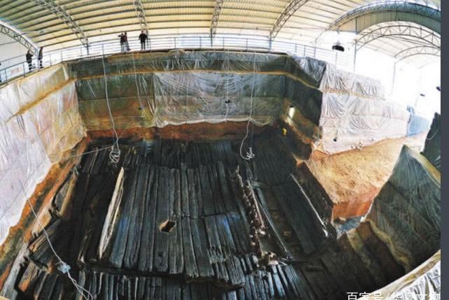 """汉墓现15米盗洞,出土失传奇书后,又挖出价值千万的""""金龙"""""""