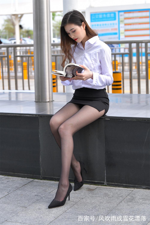 少妇pp的诱惑_街拍:美少妇街头大秀黑丝美腿,女人味十足,诱惑满满!