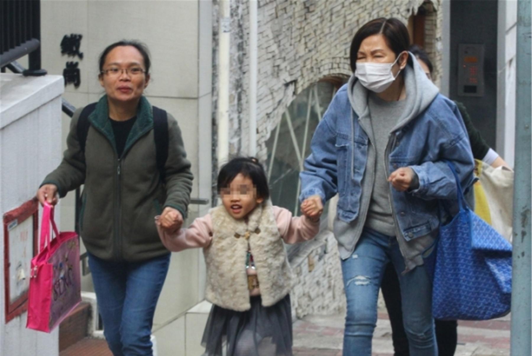 被问杨幂是否赴港看望女儿,刘恺威回应了一句话,他妈妈笑而不语