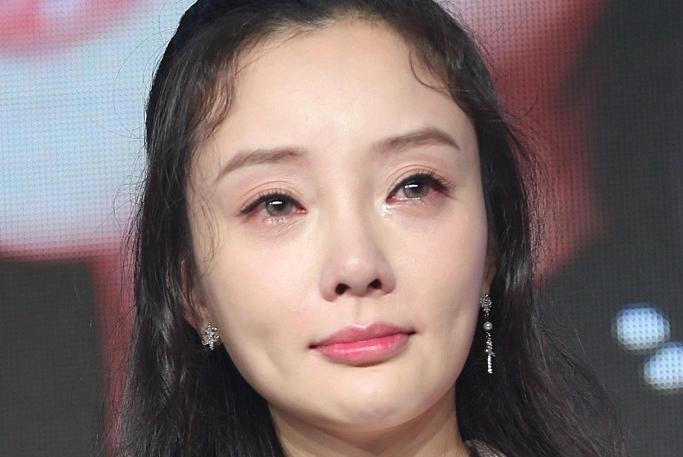 李小璐贾乃亮再起风波,怒怼网友:他给过我什么?