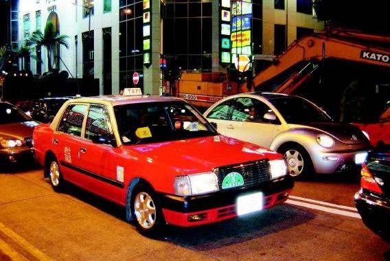 为啥香港街头很少有国产车?当地人:不是我们不爱国,你开辆试试