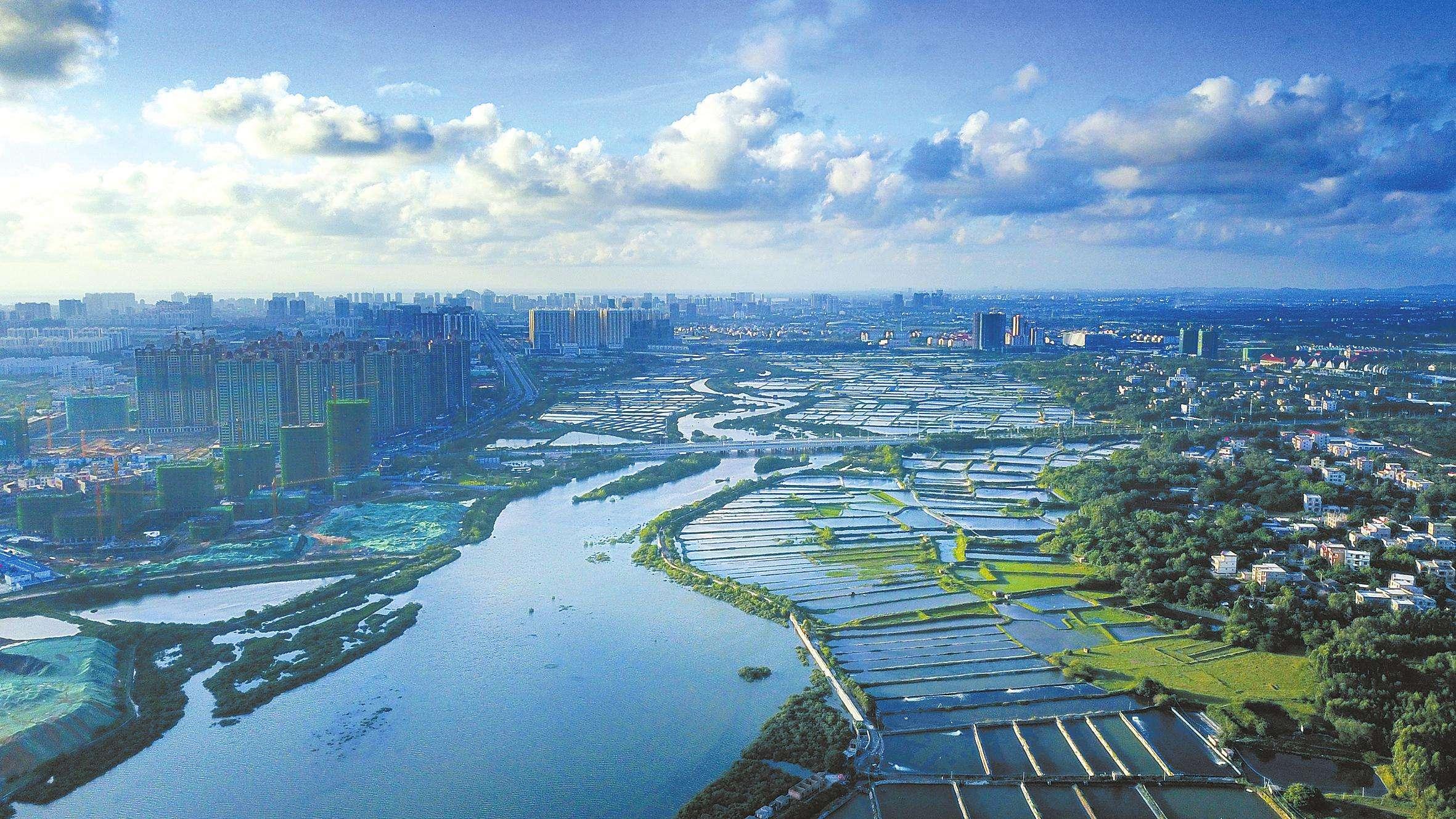 还拥有湛江岛屿集群旅游,海南三亚热带海岛风光,北海银滩,防城港白浪
