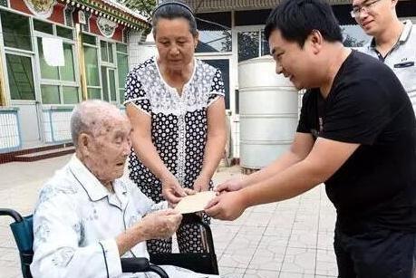 养老补助问题成焦点,高龄津贴全覆盖为老人保驾护航,可领多少