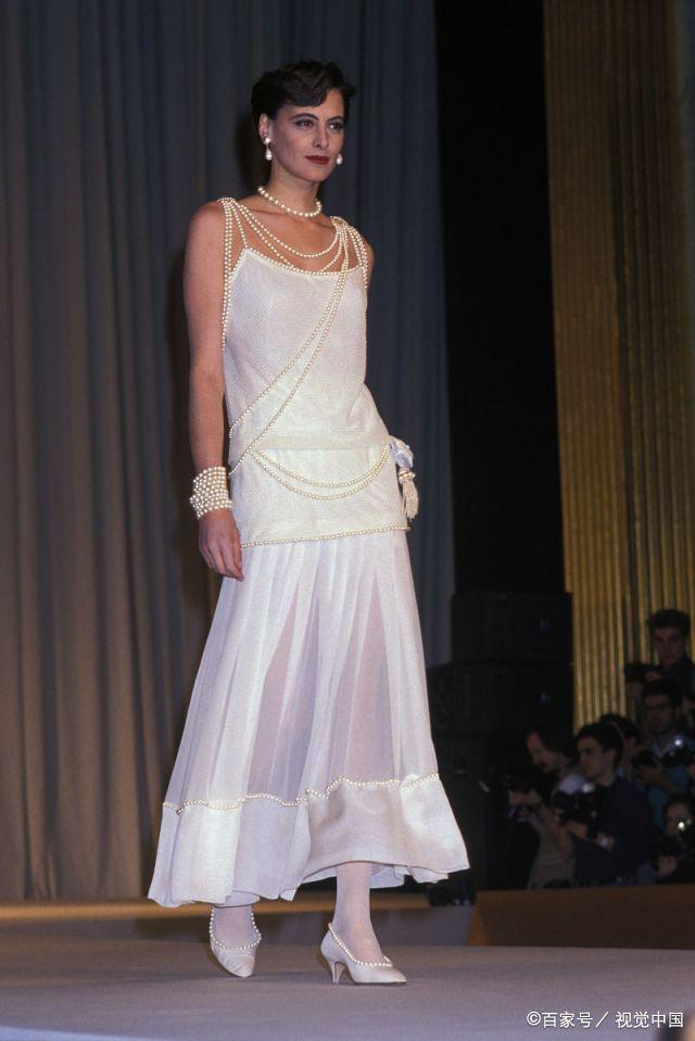 伊娜同意成为chanel专属模特时, 香奈儿在巴黎只有一家店,而1989年