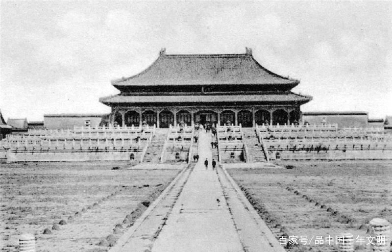 图中是太和殿全景,也称金銮殿.