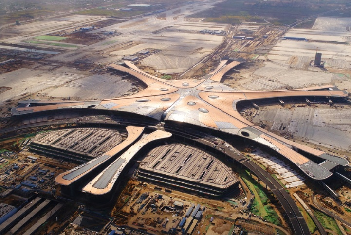 """中国""""最繁忙的""""机场,高峰期飞机只能天空盘旋,等待降落指令?"""