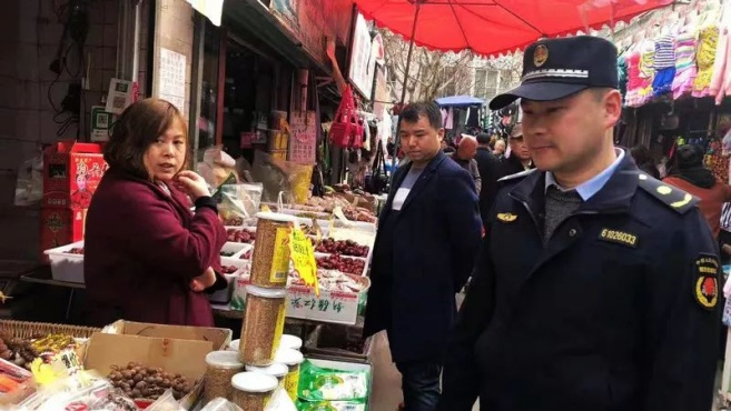 """航天基地六院集贸市场60余间""""违建""""拆了!"""