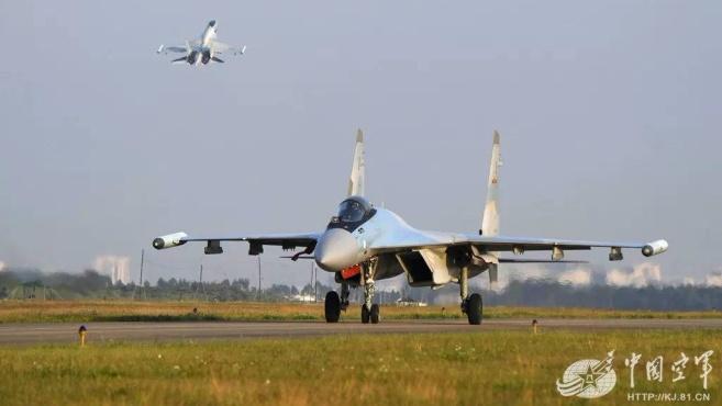 苏-35向海天一线振翅奋飞 直击南部战区空军某旅跨昼夜飞行训练