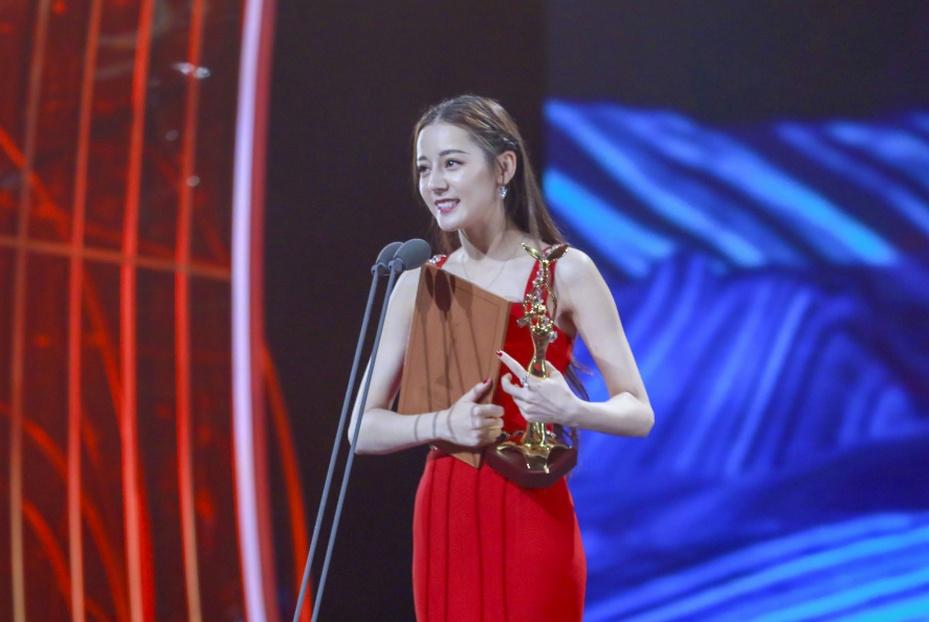 年度电视剧综合影响力女星:热巴第5,杨幂第2,第1堪称年度黑马